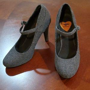 Grey closed toe heels!!